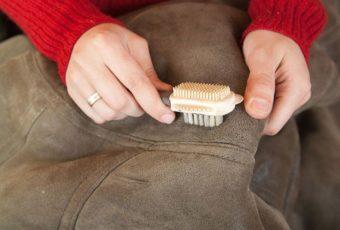 Как почистить замшевую куртку от грязи и засаленных пятен