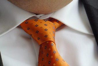 Как правильно постирать галстук