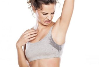 Как отстирать пятна от дезодоранта и пота