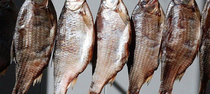 Как правильно хранить сушеную рыбу