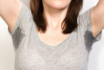 Как отстирать неприятный запах пота с одежды