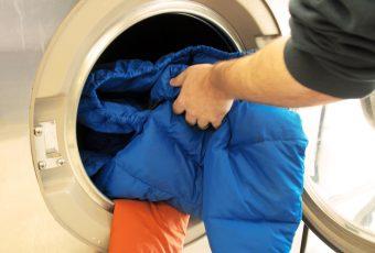 Как стирать пуховик в стиральной машине?