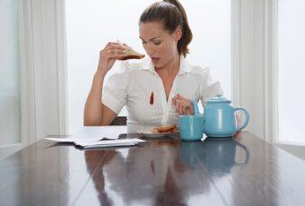 Как вывести жирное пятно с одежды: быстрые способы