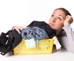 Удаляем пятно от машинного масла с одежды