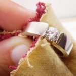 Как почистить золото с камнями быстро и эффективно: в домашних условиях