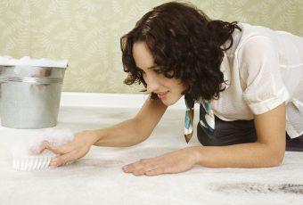 Как вывести запах рвоты: самые эффективные методы