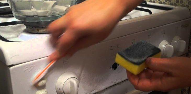 Как быстро и легко очистить ручки и решетки у плиты