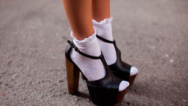 Любишь белые носки? Узнай как их отстирать