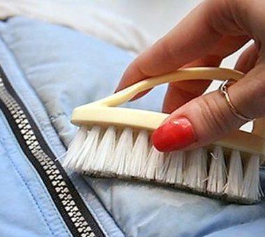 Как почистить пуховик от засалености в домашних условиях