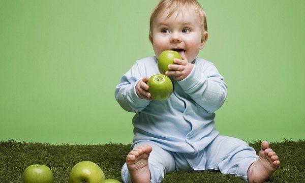 Как отстирать яблоко с детской одежды