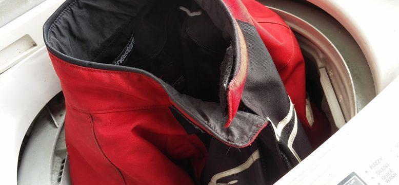 Как правильно стирать куртку из полиэстера
