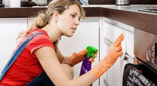 Чем мыть пластиковую кухню без разводов