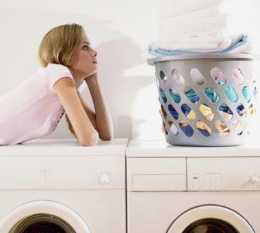 Почему стиральная машина пачкает белье серыми пятнами: способы устранения