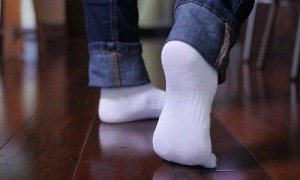 Как в домашних условиях отбелить белые носки