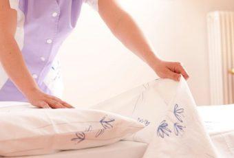 Как часто надо менять и стирать постельное белье дома