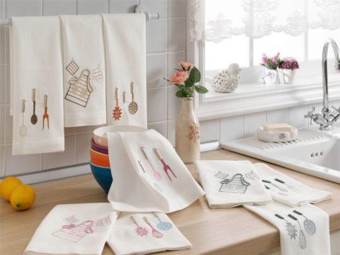 Белые полотенца на кухне