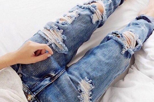 джинсы в дырках