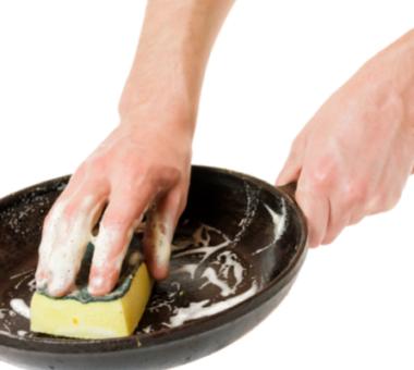 Как легко очистить посуду от нагара и старого жира в домашних условиях