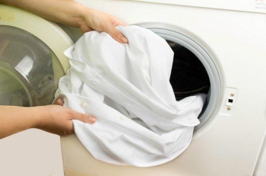 Стирка вещей в стиральной машинке