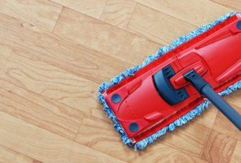 Помыть ламинат без разводов проще простого – следуйте этим советам