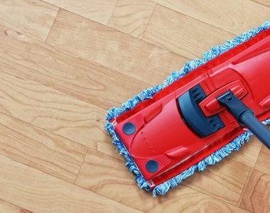 Помыть ламинат без разводов проще простого — следуйте этим советам