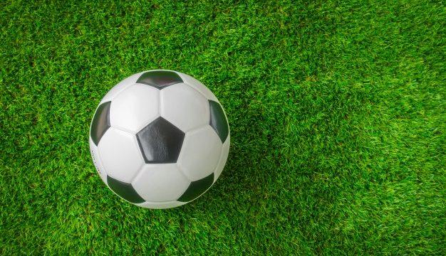 Чиним футбольный мяч своими руками