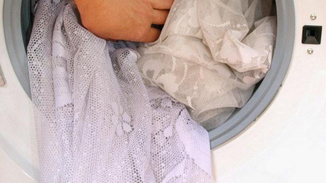Можно ли стирать шторы с крючками в стиральной машинке автомат?