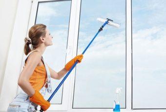 Как помыть окна на балконе на высоком этаже безопасно и без разводов