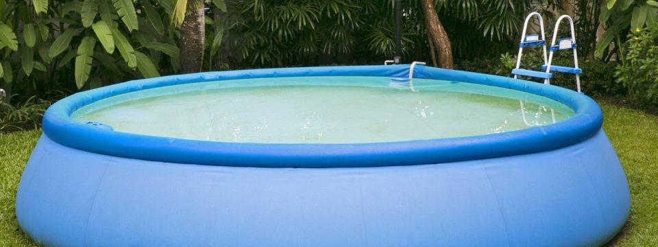 Надувной бассейн — сдувается? Пора искать дырку и заклеивать ее