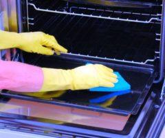 Уксус в борьбе с жиром в духовке — кто победит?
