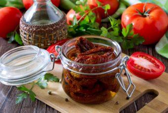 Как правильно хранить вяленые помидоры дома