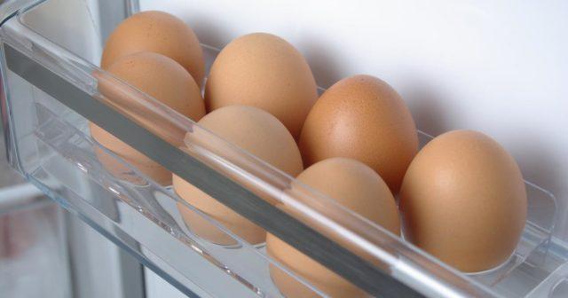 Проверить свежесть яиц с помощью воды