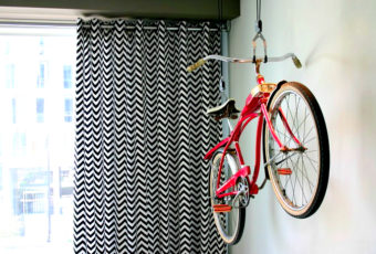 Как можно хранить велосипед в квартире, если совсем нет места