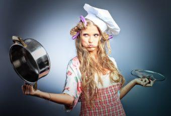Как отмыть пригоревшую эмалированную кастрюлю: простые эффективные способы