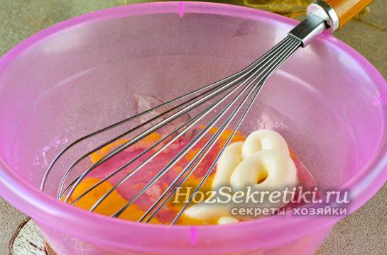 смешать яйца с майонезом