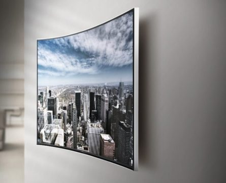 изогнутый телевизор в интерьере