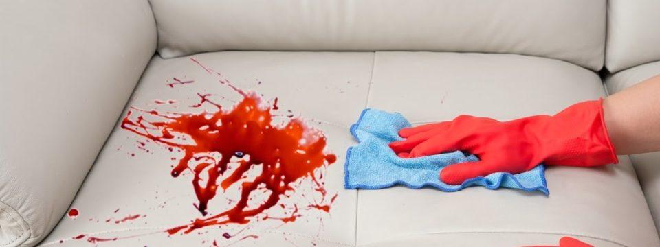 Как и чем вывести свежую и засохшую кровь с дивана в домашних условиях
