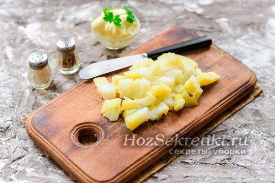 Картофель порезать кубиками
