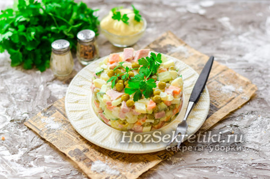 Подача салата Оливье