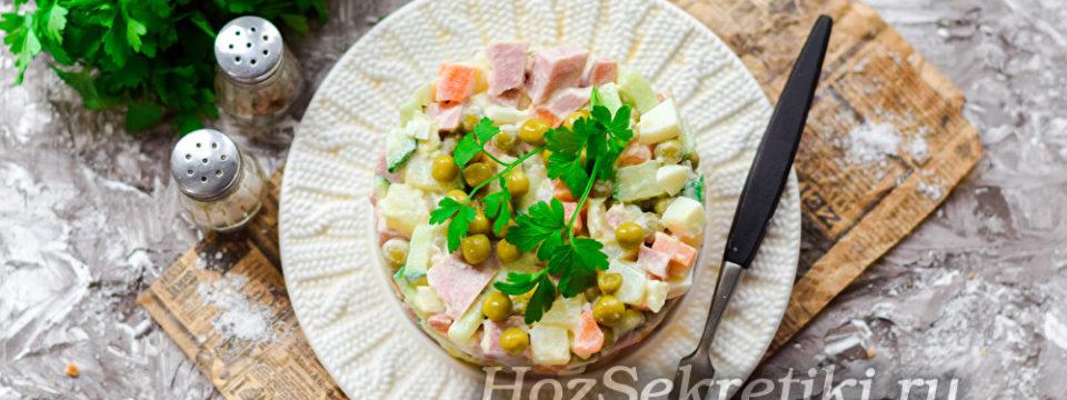 Классический салат «Оливье» с колбасой и свежим огурцом