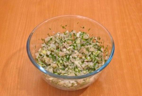 Сдабриваем ингредиенты солью и перцем