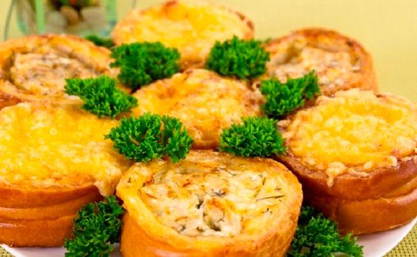 Гнезда из рыбного филе в батоне с сыром
