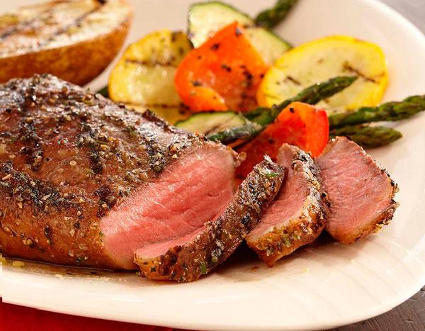 Сочная и мягкая говядина, запеченная в духовке фото
