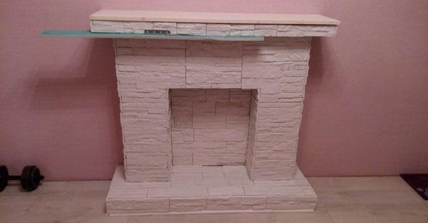 Розовый камин