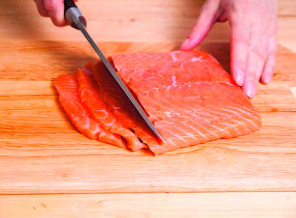 Филе рыбы нарезаем