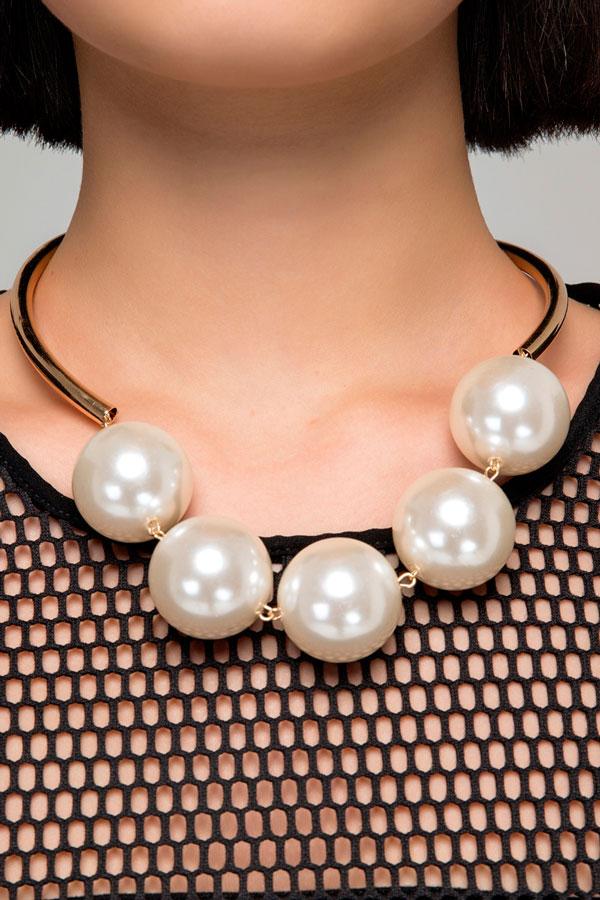 Крупные металлические ожерелья