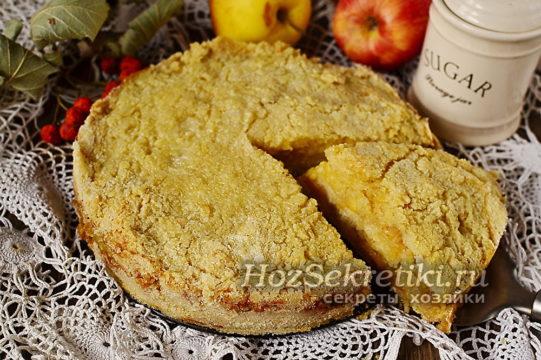 готовый яблочный пирог