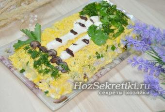 """Оригинальный салат """"Березка"""" с черносливом, курицей и грибами"""