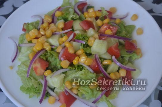 положить в салат кукурузу