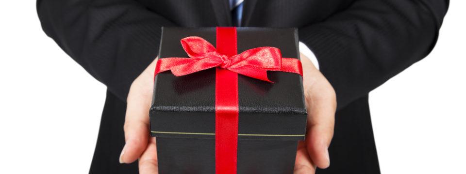 Выбираем оригинальный сувенир в подарок для родных